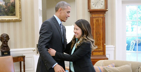 奥巴马热情拥抱埃博拉治愈女护士