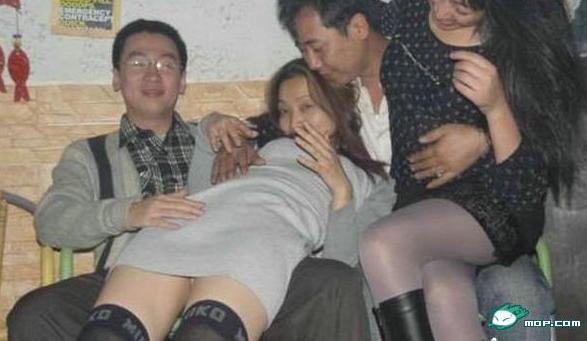 夫妻交换俱乐部 夫妻三人行玩法69乐园 真实的夫妻三人行经历及照图片