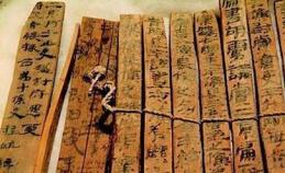 1985年河西走廊出土两万多枚汉简